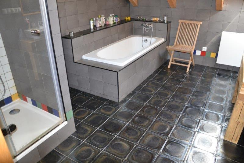 Badkamer Nistelrode : Basaslt-badkamertegels.jpg