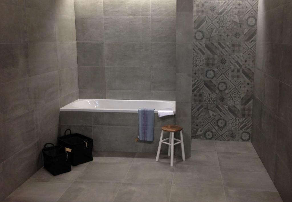 Badkamer Tegels Uithoorn : Tegels